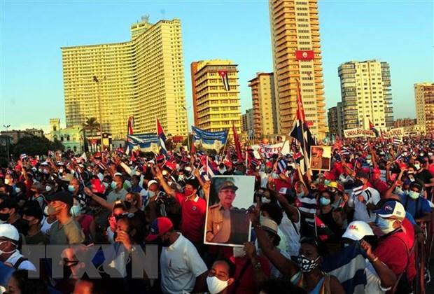 Hàng vạn người dân Cuba mít tinh quyết tâm bảo vệ thành quả cách mạng