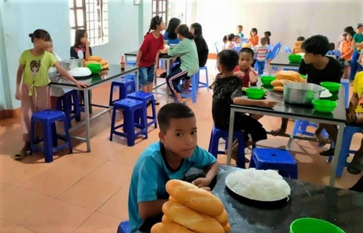 Giúp đỡ trẻ em dân tộc thiểu số khó khăn để chống dịch Covid-19