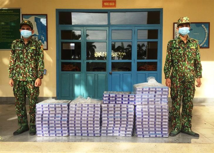 Một đêm bắt 2 vụ buôn lậu, thu giữ 2.400 gói thuốc lá ngoại