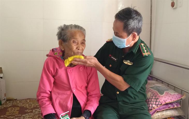 Niềm vui của Mẹ Việt Nam Anh hùng Hồ Thị Miết