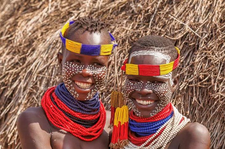 Vẻ đẹp từ nghệ thuật tô vẽ cơ thể của bộ tộc Karo