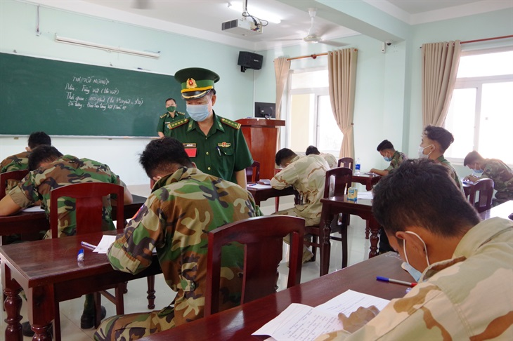 Tổ chức thi tốt nghiệp cho học viên Quân đội Hoàng gia Campuchia