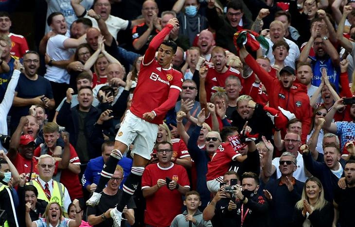 Ronaldo lập nhiều cột mốc đáng nhớ trong chiến thắng đậm của M.U