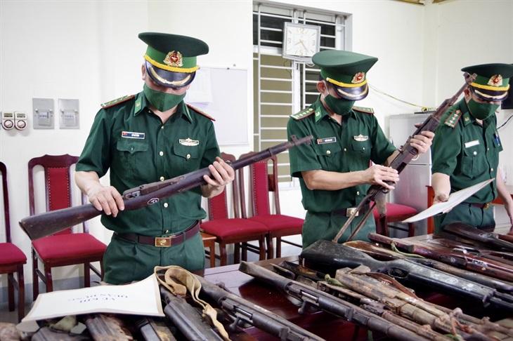 BĐBP Hà Tĩnh: Vận động nhân dân giao nộp 31 khẩu súng các loại