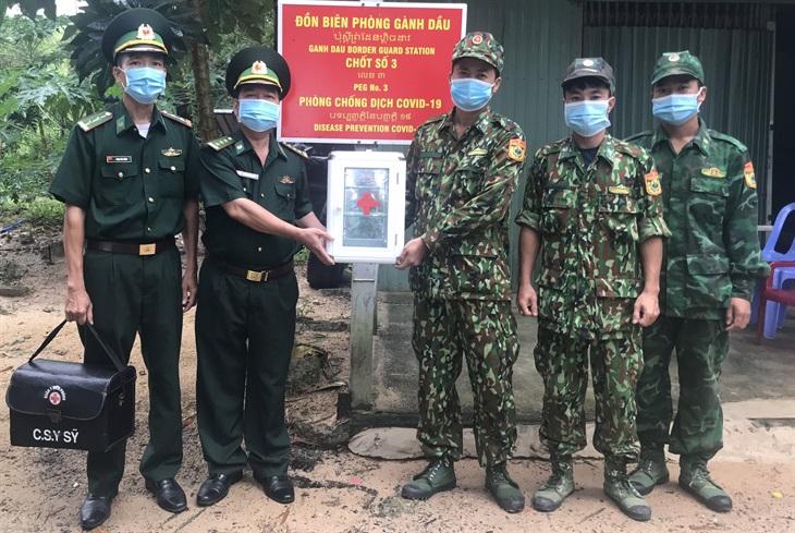 Triển khai tủ thuốc tại các chốt phòng, chống dịch của BĐBP Kiên Giang