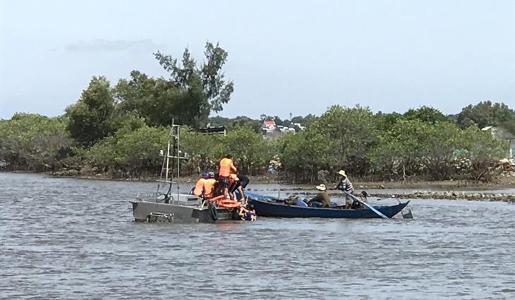Cứu hộ thành công tàu cácủa ngư dân huyện Núi Thành bị chìm