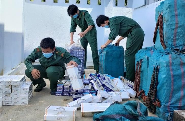 Phát hiện nhóm vận chuyển hàng lậu qua biên giới, thu giữ 5.000 gói thuốc lá
