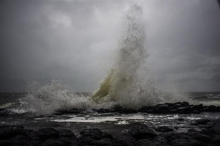Xuất hiện vùng áp thấp trên khu vực Biển Đông gây mưa lớn diện rộng