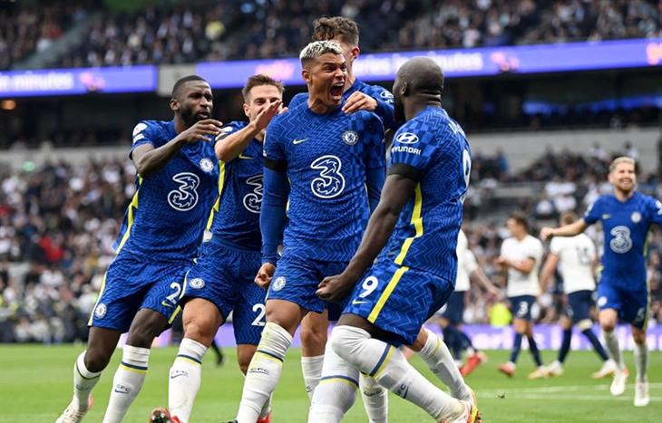Premier League: Chelsea lên ngôi đầu, Ronaldo tiếp tục ghi bàn
