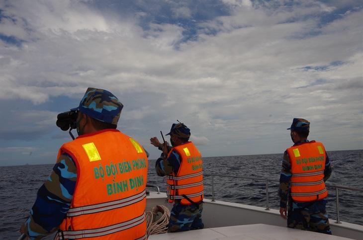 Tích cực tìm kiếm 2 ngư dân mất tích trên vùng biển Bình Định