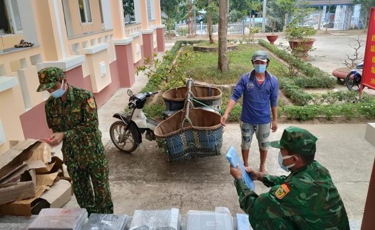 Bắt đối tượng nhập cảnh trái phép mang theo 34 laptop từ Campuchia về Việt Nam