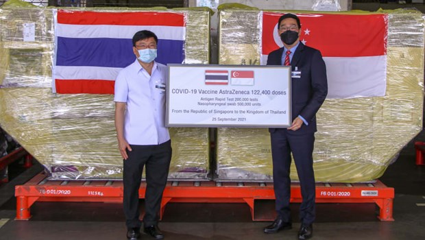 Singapore hỗ trợ Thái Lan vaccine, Indonesia hạn chế người nhập cảnh