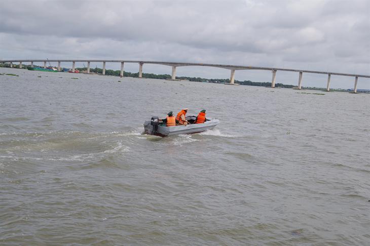 Phối hợp tăng cường tuần tra phòng, chống dịch Covid-19 trên tuyến sông Vàm Cỏ