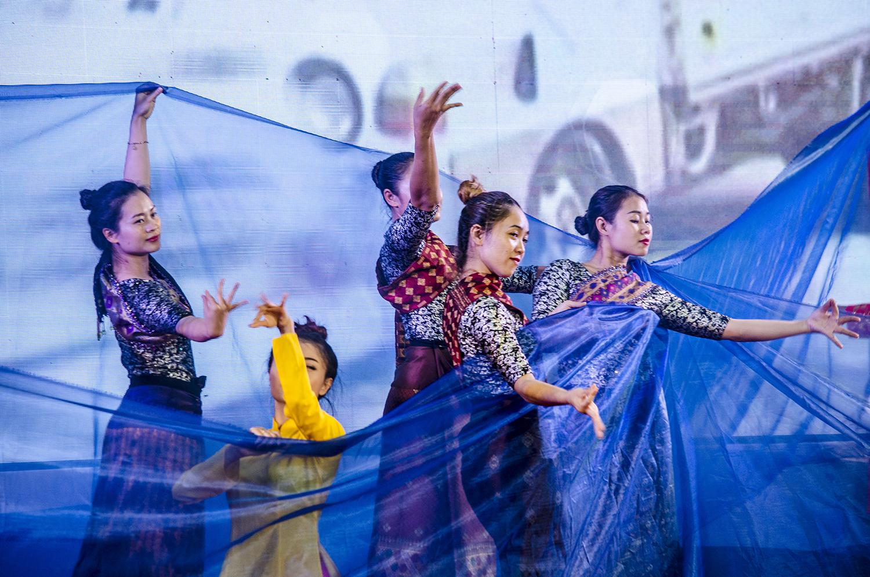 Chương trình nghệ thuật đặc sắc trong quotGiao lưu hữu nghị biên giới Việt Nam-Lào-Campuchiaquot