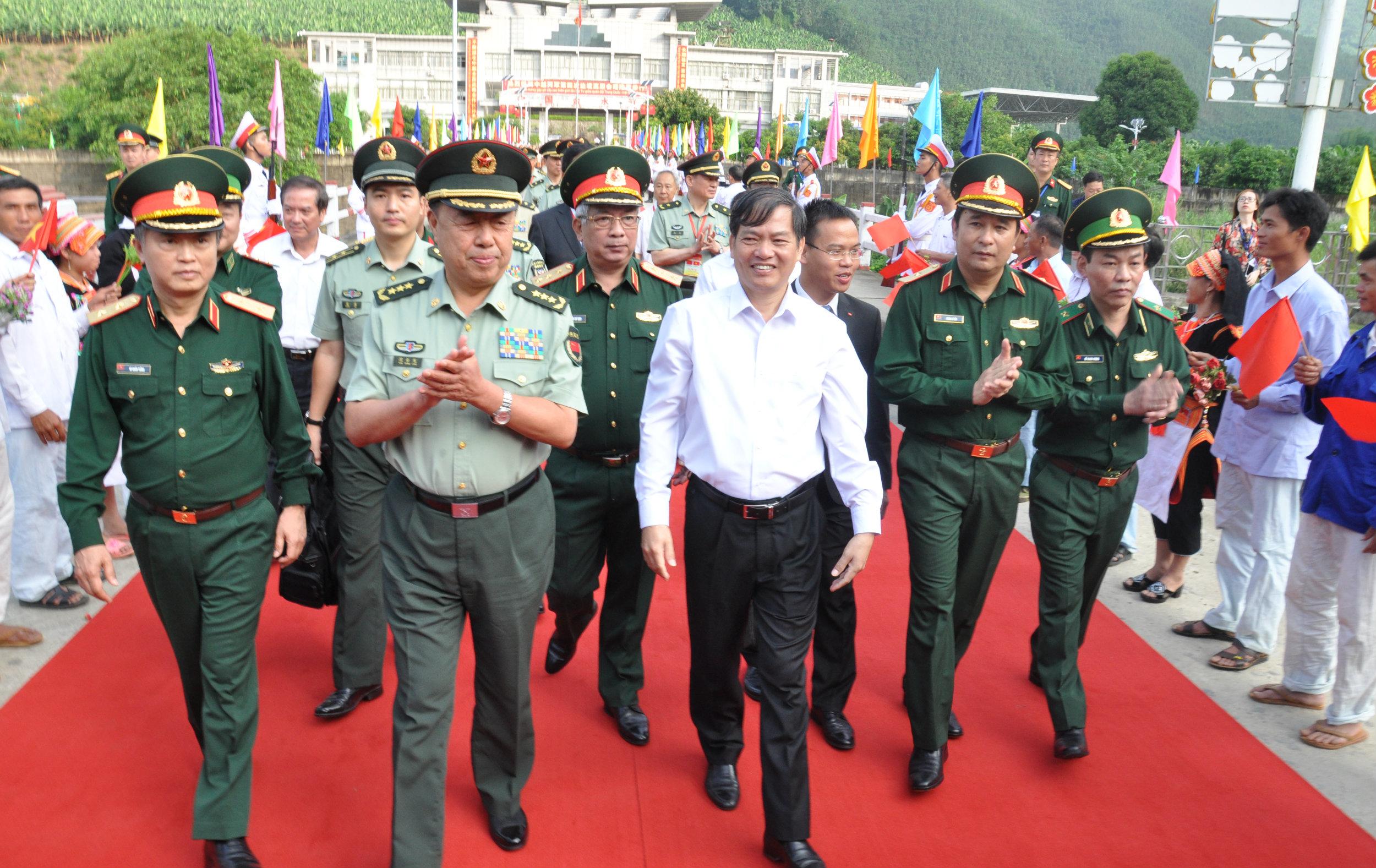 Lễ đón đoàn đại biểu Quân giải phóng nhân dân Trung Quốc tại cửa khẩu Ma Lù Thàng
