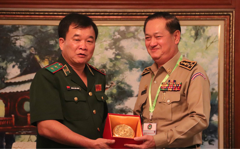 Bộ Tư lệnh BĐBP chiêu đãi trọng thể các đoàn khách quốc tế