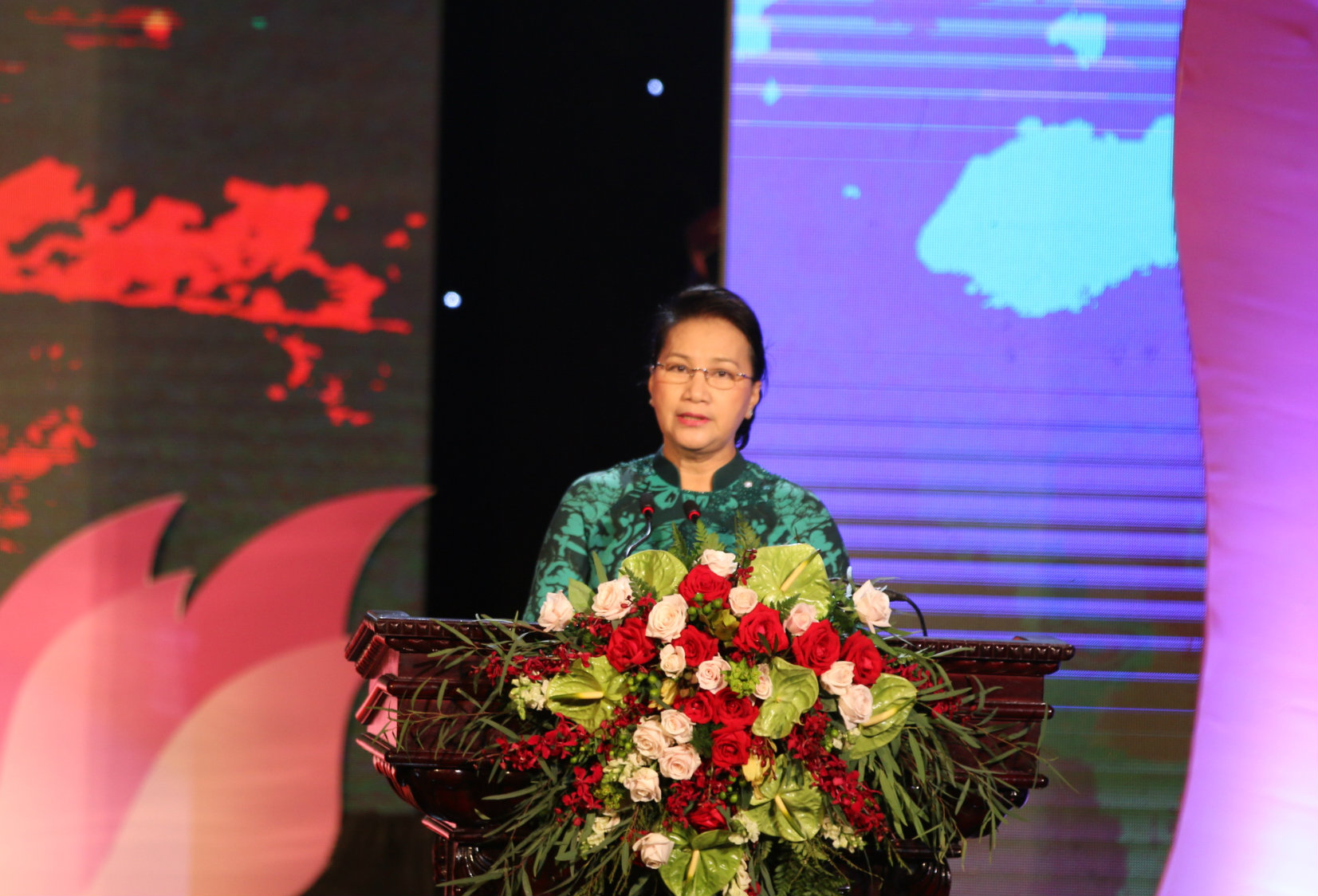 Đồng chí Nguyễn Thị Kim Ngân phát biểu tại chương trình quotBiên cương thắm tình hữu nghịquot