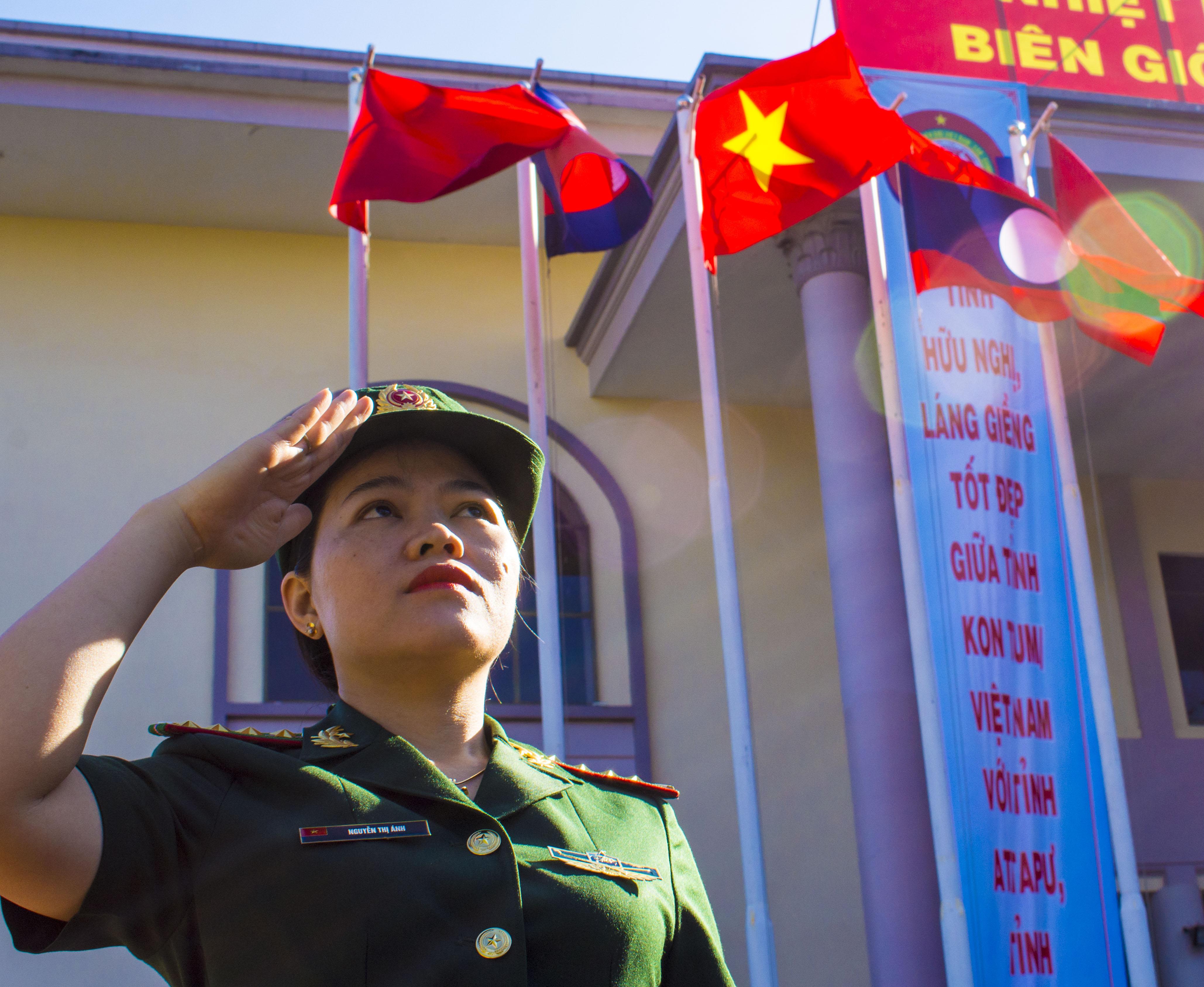 TP Kon Tum rực rỡ cờ hoa, biểu ngữ chào mừng chương trình quotGiao lưu hữu nghị biên giới Việt Nam-Lào-Campuchiaquot