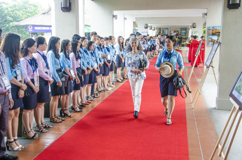Phu nhân các nhà lãnh đạo APEC bật khóc khi chia tay tình nguyện viên