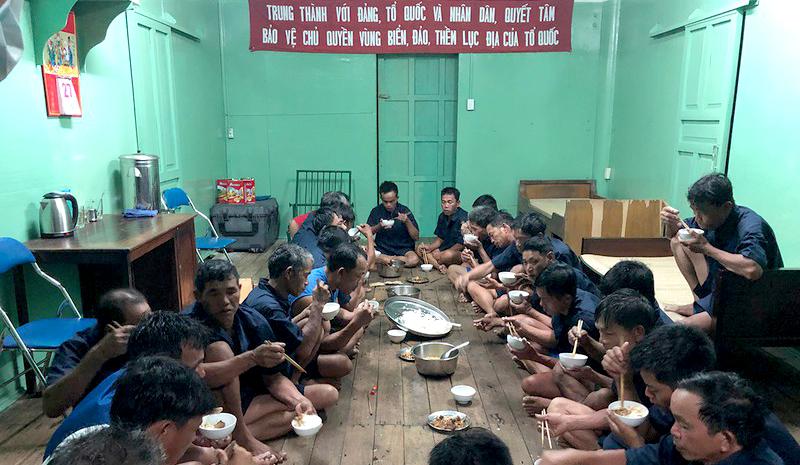 Cứu sống 30 ngư dân Quảng Nam gặp nạn trên biển