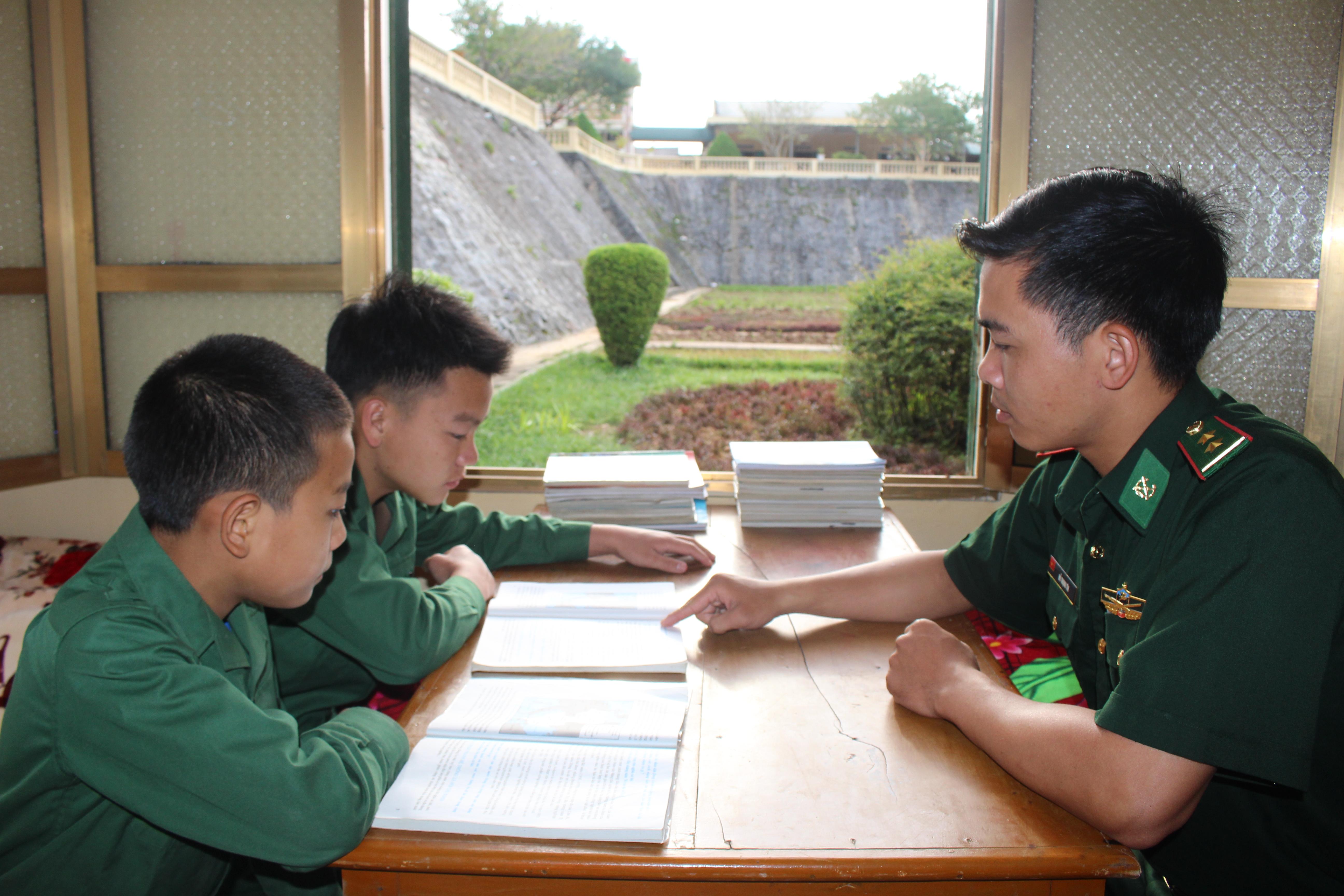 Lan tỏa sâu rộng Chương trình Nâng bước em tới trường