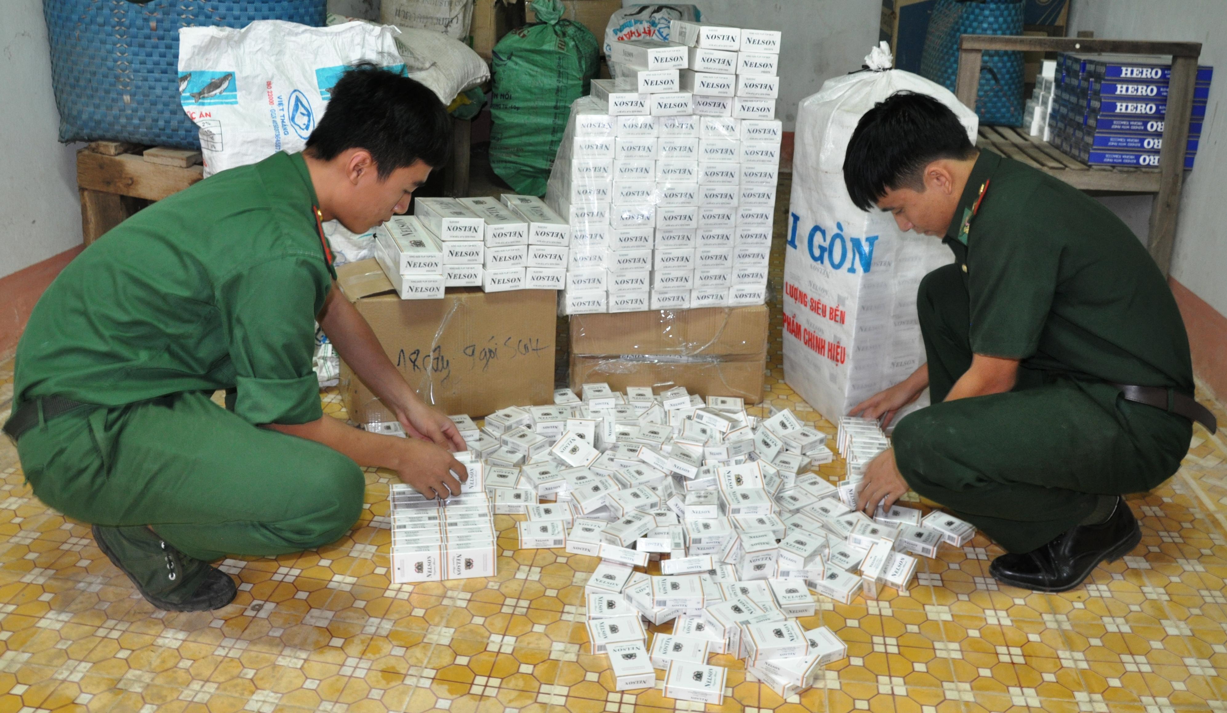 Đồn BPCKQT Thường Phước thu 1.200 gói thuốc lá nhập lậu