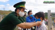 BĐBP Lai Châu đồng hành cùng học sinh đến trường